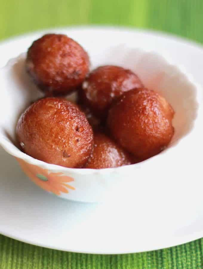 How To Make Instant Bread Gulab Jamun Recipe in Hindi – Indian Dessert