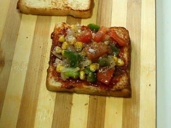 Bread Pizza On Tawa